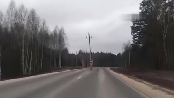 Во Владимирской области опоры ЛЭП оказались посреди дороги
