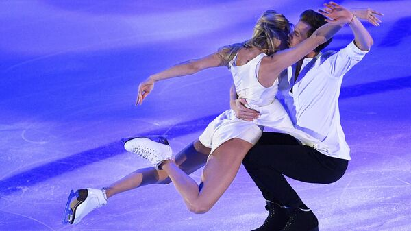 Виктория Синицина и Никита Кацалапов (Россия) выступают на показательных выступлениях V этапа Гран-при по фигурному катанию в Москве.