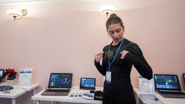 Демонстрация разработки умной одежды на выставке Российская цифровая неделя в Варшаве