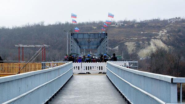Пешеходный мост через реку Северный Донец у КПП Станица Луганская