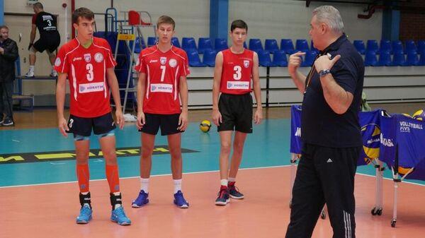 Игроки и тренер ВК Нова