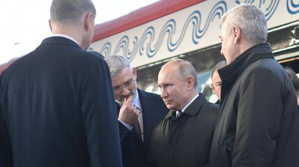 Президент РФ В. Путин принимает участие в церемонии открытия движения по МЦД