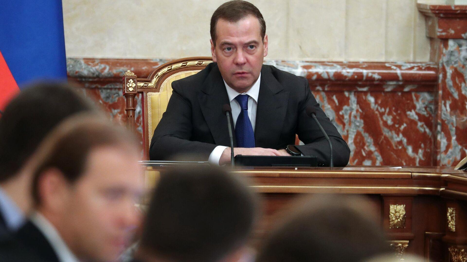 Председатель правительства РФ Дмитрий Медведев проводит заседание правительства РФ. 21 ноября 2019 - РИА Новости, 1920, 22.11.2019