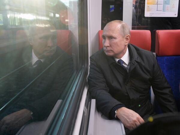 Президент РФ Владимир Путин во время поездки на поезде Иволга от Белорусского вокзала по маршруту Одинцово-Лобня Московских центральных диаметров