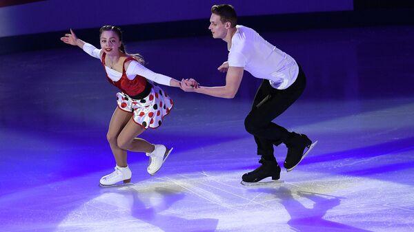 Александра Бойкова и Дмитрий Козловский (Россия) выступают на показательных выступлениях V этапа Гран-при по фигурному катанию в Москве.