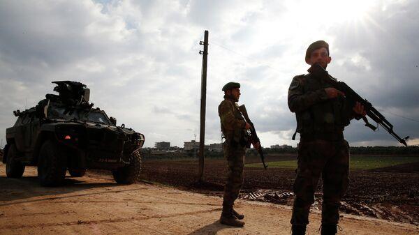 Контролируемый Турцией контрольно-пропускной пункт на окраине города Азаз в Сирии