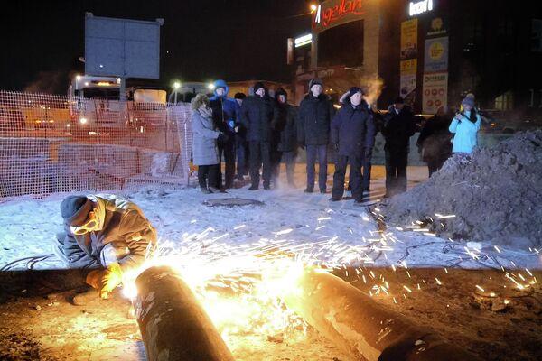 Все работы велись под контролем губернатора и правительства Новосибирской области. На месте работал городской штаб, глава Кировского района и МЧС