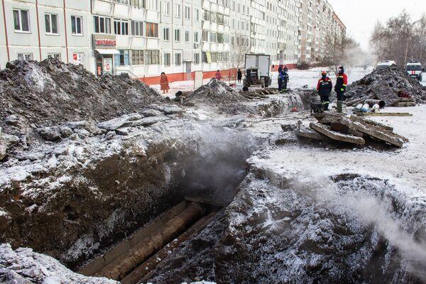 Вместо предполагаемых пяти метров трубы теплоэнергетикам пришлось менять 30