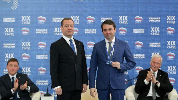 Председатель правительства РФ, председатель партии Единая Россия Дмитрий Медведев и губернатор Мурманской области Андрей Чибис