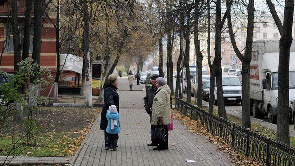 Горожане на одной из улиц Балашихи