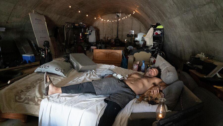 Милтон Торрес в бункере в Южной Дакоте