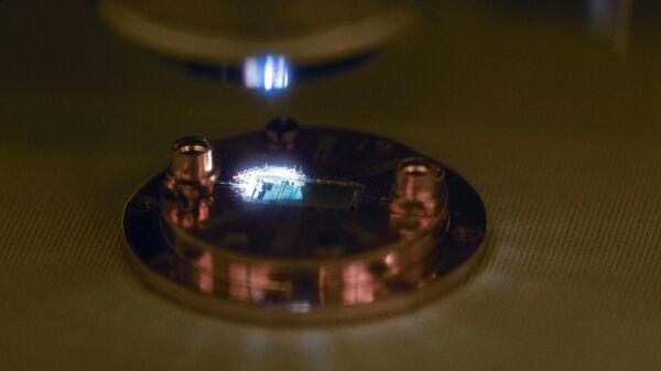 Исследование квантовой схемы на оптическом микроскопе перед проведением криоизмерений в НОЦ ФМН (ФГУП ВНИИА им. Н. Л. Духова и МГТУ им. Н. Э. Баумана)