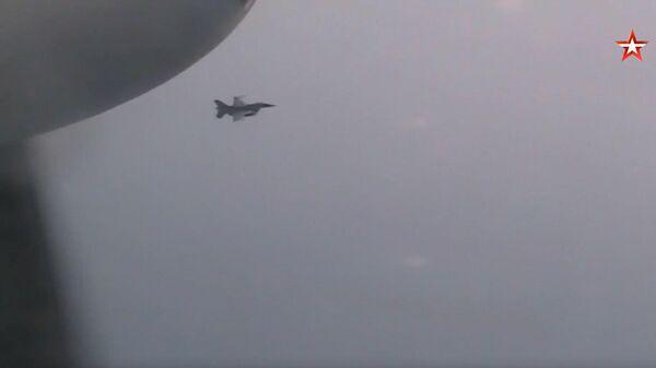 Появилось видео сопровождения Ту-95 японскими истребителями