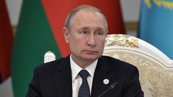 Президент РФ Владимир Путин на заседании Совета коллективной безопасности ОДКБ в узком составе в Киргизии