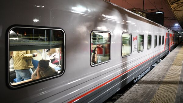 Пассажиры в одном из вагонов обновленного поезда №71/72 Белогорье
