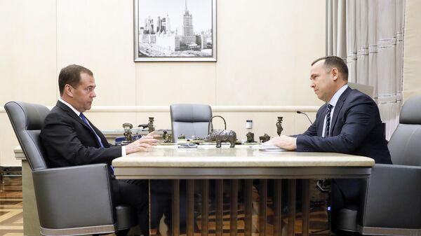 Дмитрий Медведев и губернатор Курганской области Вадим Шумков во время встречи. 29 ноября 2019