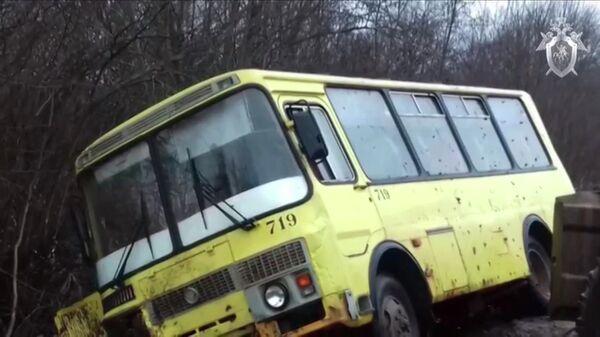 На месте ДТП с автобусом в Псковской области. 29 ноября 2019. Стоп-кадр видео СК РФ
