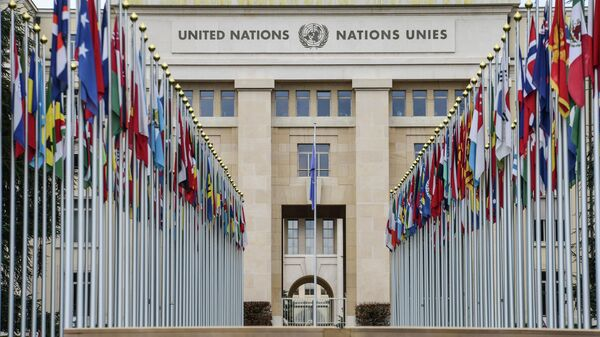 Аллея флагов возле здания ООН в Женеве