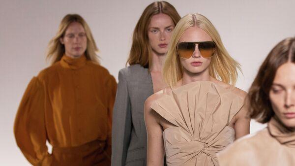 Показ коллекции Givenchy Ready To Wear весна-лето 2020 на неделе моды в Париже