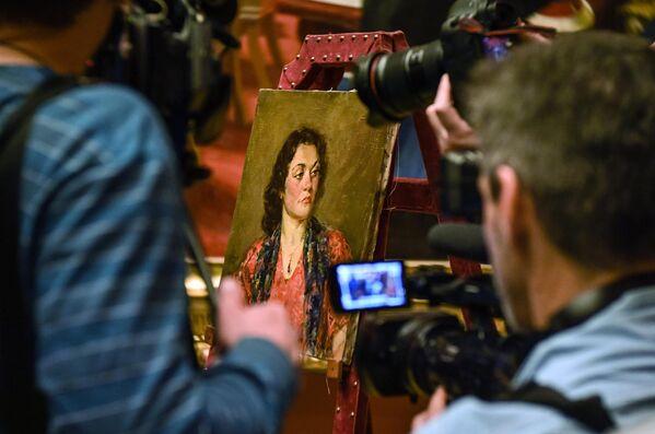 Передача картины Портрет женщины с гранатовым кулоном  Б. Иогансона в Русский музей