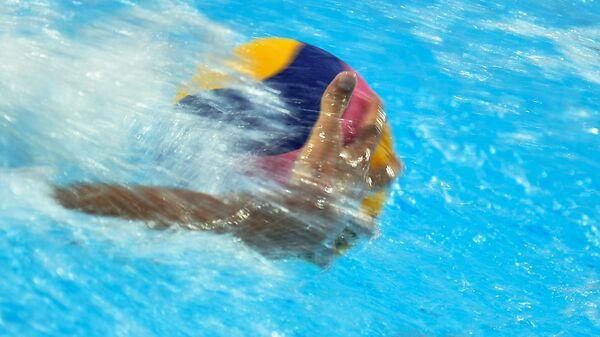 Игрок сборной России в матче отборочного тура по водному поло среди мужчин на I Европейских играх между сборными командами Италии и России.