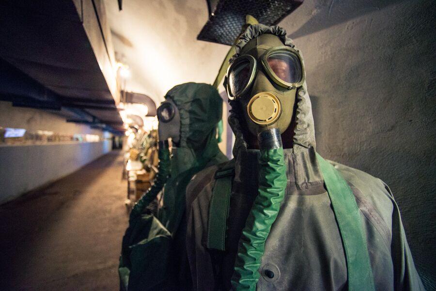 В коридорах советского противоатомного убежища С-2, Севастополь