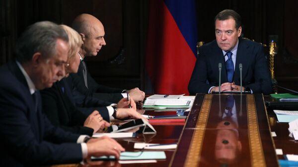 Премьер-министр Дмитрий Медведев проводит совещание с вице-премьерами России. 2 декабря 2019