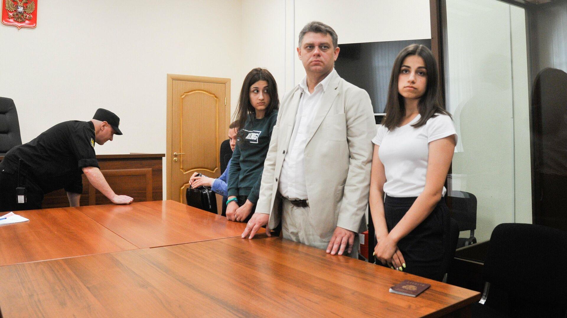 Суд вернул дело старших сестер Хачатурян в прокуратуру