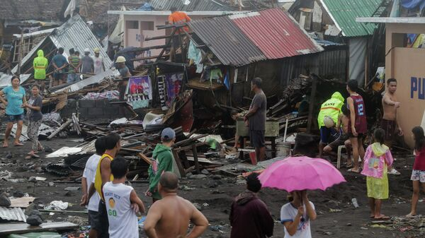 Ликвидация последствий прохождения тайфуна Тисой в городе Легаспи на Филиппинах. 3 декабря 2019