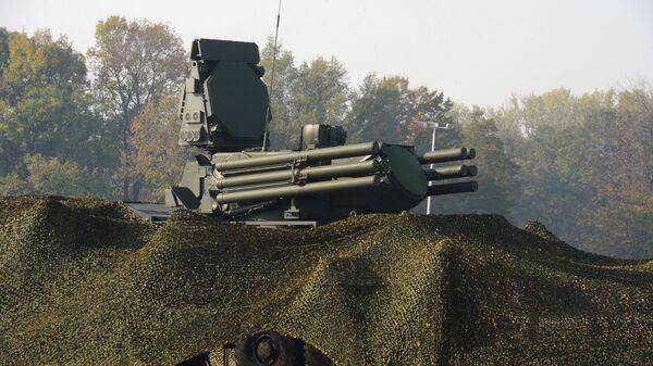 Российский самоходный зенитный ракетно-пушечный комплекс Панцирь-С1 на совместных российско-сербских учениях в Белграде