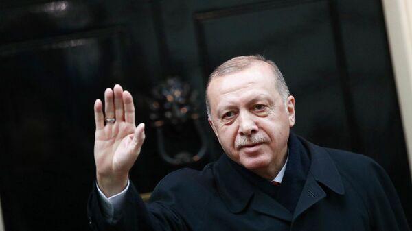 Президент Турции Реджеп Тайип Эрдоган у резиденции на Даунинг-стрит во время саммита НАТО в Лондоне