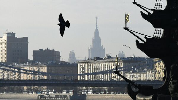 Крымский мост через Москва-реку в Москве