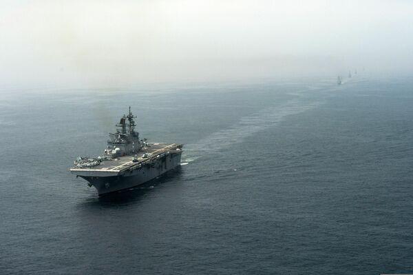 Вертолетоносец Америка во время учений в Тихом океане