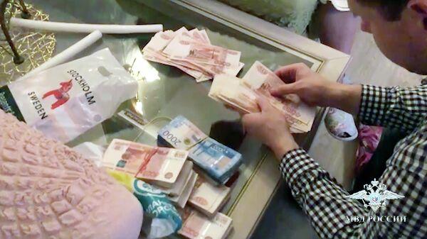 Обыск в квартире сотрудницы банка в Москве