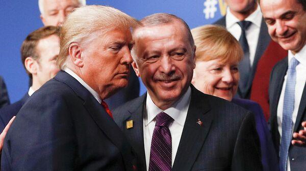 Президент США Дональд Трамп и президент Турции Реджеп Тайип Эрдоган во время саммита НАТО в Уотфорде, Великобритания