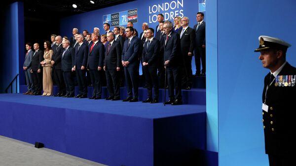 Церемония фотографирования лидеров стран альянса НАТО в Лондоне