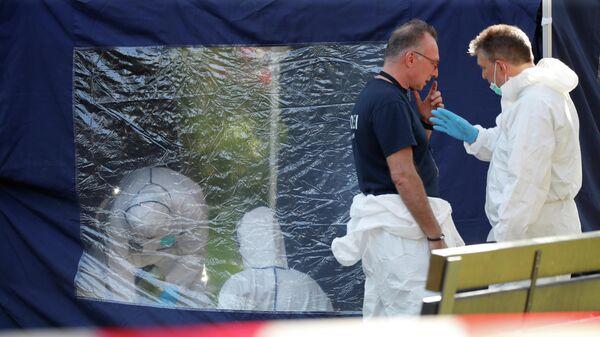 Полицейские на месте убийства в берлинском районе Моабит