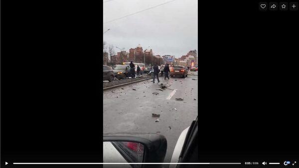 В Петербурге два человека пострадали в ДТП с участием 13 автомобилей
