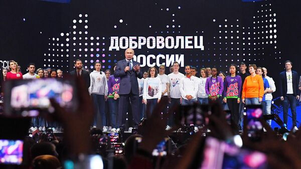 Президент РФ Владимир Путин выступает на закрытии форума Доброволец России