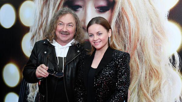 Композитор и певец Игорь Николаев с супругой, певицей Юлией Проскуряковой на премьере фильма Алла Пугачева. Тот самый концерт