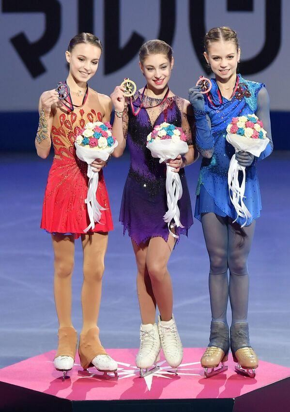 Слева направо: Анна Щербакова, Алена Косторная и Александра Трусова