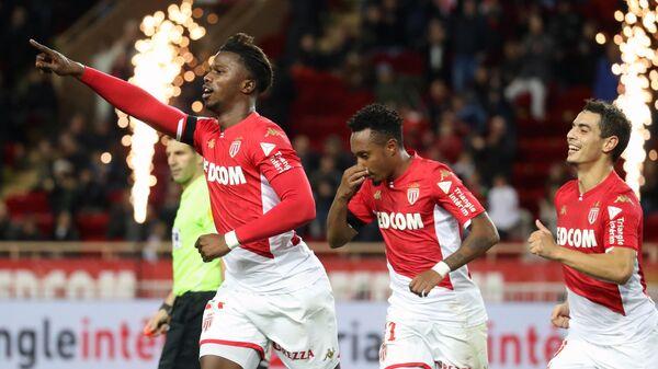 Футболисты Монако радуются голу