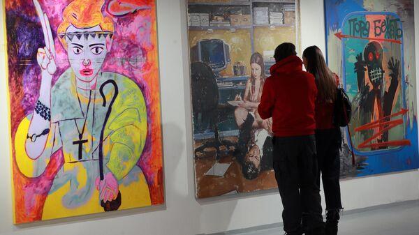 Посетители в галерее