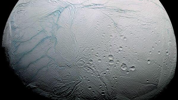 Тигровые полосы на поверхности спутника Сатурна Энцелада делают его не похожим ни на одно планетное тело в Солнечной системе