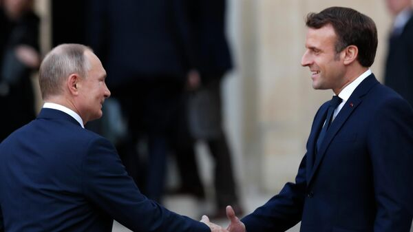 Путин и Макрон обсудили урегулирование в Сирии и Ливии