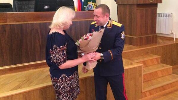 Учительница Мария Аксакалова, спасшая детей от бандита, награждена медалью Следственного комитета За доблесть и отвагу