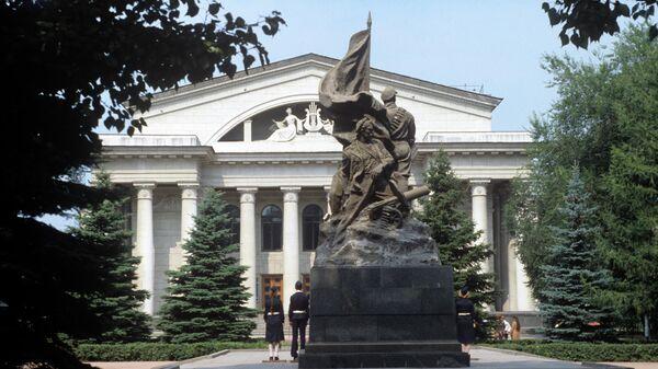 Здание Саратовского государственного театра оперы и балета имени Н.Г. Чернышевского.