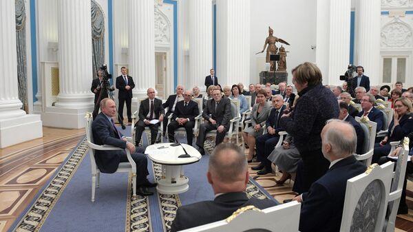 Президент РФ Владимир Путин во время встречи с региональными уполномоченными по правам человека