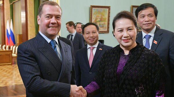 Председатель правительства РФ Дмитрий Медведев и председатель Национального собрания Вьетнама Нгуен Тхи Ким Нган