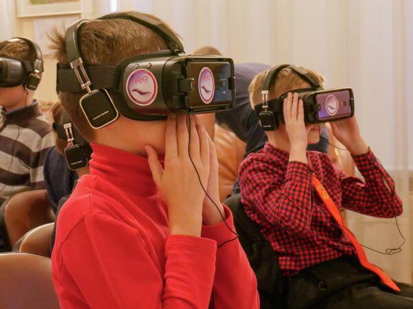 Белорусские школьники в VR-очках